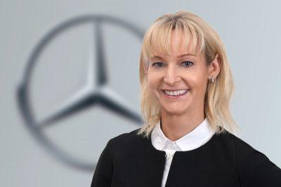 Businessporträt Frau, junge Frau, blond, lächelt, Porträtfotografie, Businessfotografie, Schmelz Fotodesign, Würzburg
