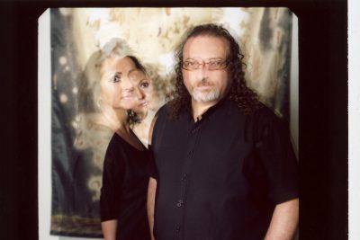 Porträt Mann und Frau in der Unschärfe, Doppelbelichtung, Polaroid, Polaroid Image Transfer, Fotokunst, Schmelz Fotodesign, Polaroid Farbaufnahme