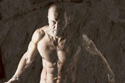 Mann mit Power, Powerman, Männerporträt, Aktaufnahme Mann, Polaroid Image Transfer, Schmelz Fotodesign, künstlerische Fotografie, Fotokunst