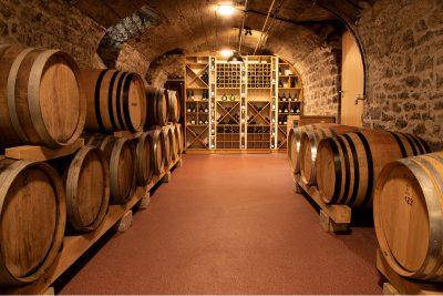 Der Weinfasskeller im Weingut Schmachtenberger, Randersacker, Weinfotografie, Businessfotografie, Schmelz Fotodesign