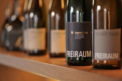 Schmelz Fotodesign, Weinflaschen, Weingut Rainer Sauer, Escherndorf, Weinfotografie, Werbefotografie