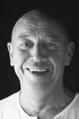 Schmelz Fotodesign, Porträtfotografie, Männerporträt schwarz-weiß