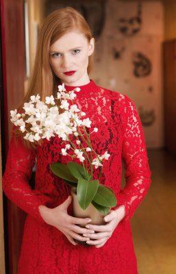 Schmelz Fotodesign, Frauenporträt mit Blume, Porträtfotografie