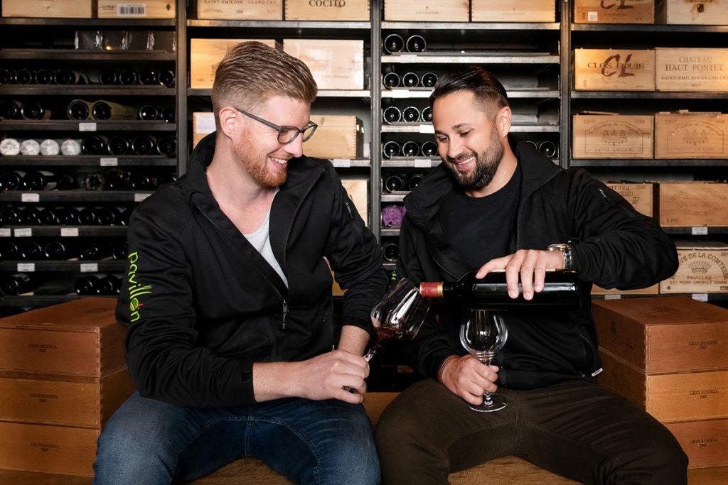Weinfotografie, Winzer bei der Weinprobe, Weinreportage, Schmelz Fotodesign